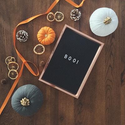 Letterbord met pompoenen