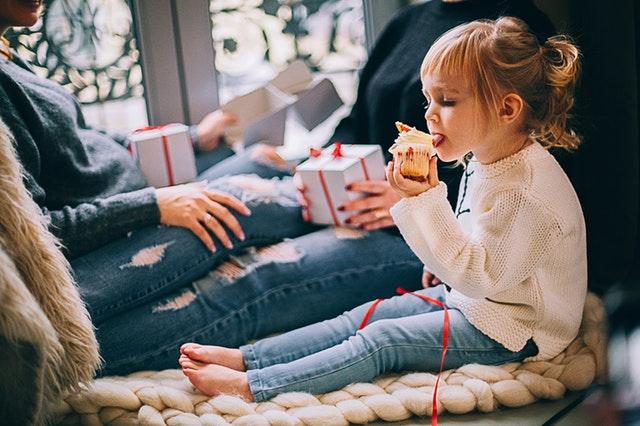 Meisje met cupcake
