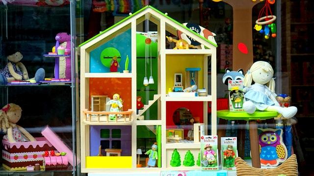 Speelgoed en poppenhuis